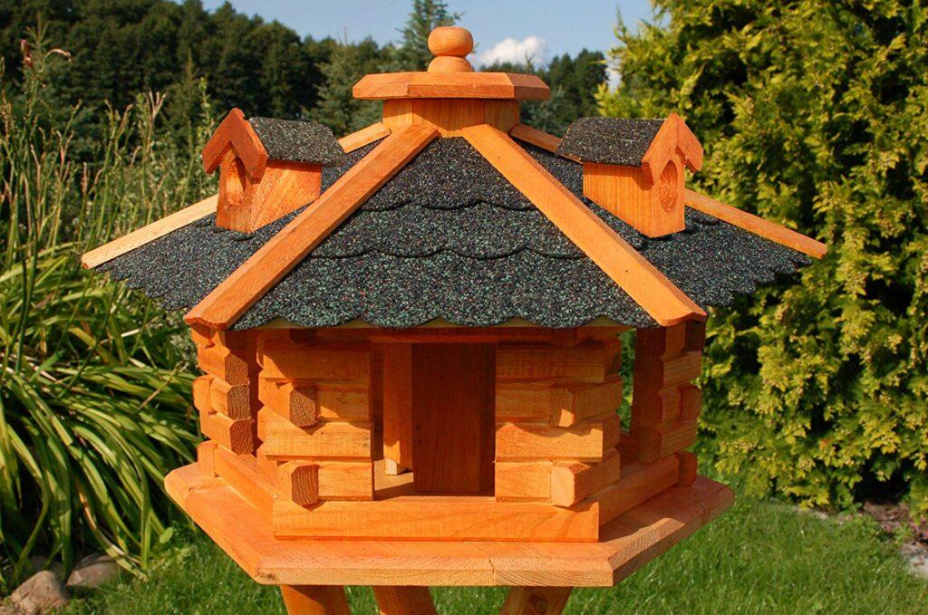 Vogelfutterhaus mit Dachpappe